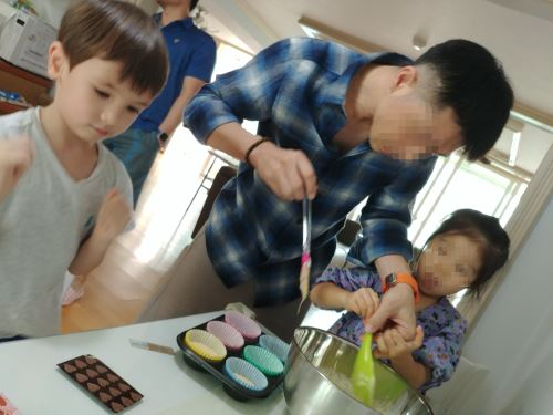 The Monsta baking cupcakes with his uncle and cousin